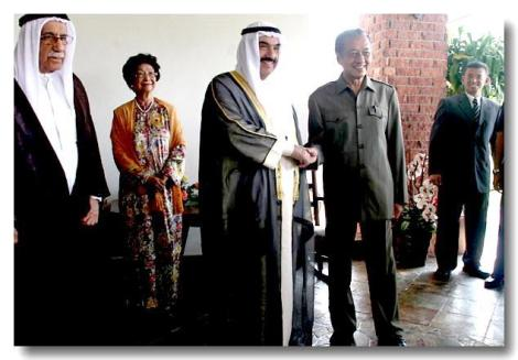 tun-dr-mahathir-pm-kuwait.jpg