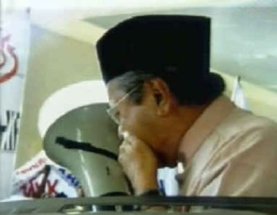 tun-dr-mahathir-attacked-on-enterpise-iii.jpg