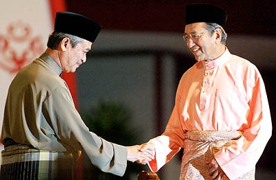 http://bigdogdotcom.files.wordpress.com/2007/10/abdullah-and-tun-dr-mahathir.jpg
