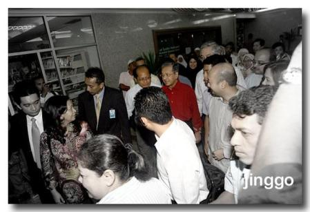 tun-dr-mahathir-discharged-from-ijn-after-by-pass-ii.jpg