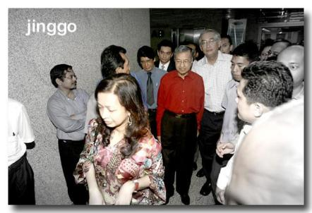 tun-dr-mahathir-discharged-from-ijn-after-by-pass.jpg