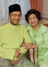 Siti Hasmah bersama suami Tun Dr. Mahathir