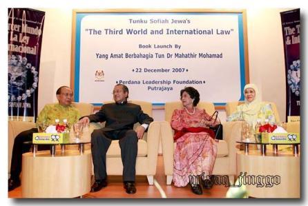 tun-dr-mahathir-launching-tunku-sofiah-jewas-book.jpg