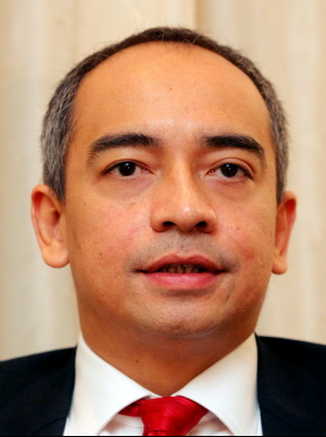 http://bigdogdotcom.files.wordpress.com/2010/08/nazir-razak.jpg