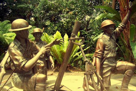 The bronze statue depicting three 1 Malay Regt heroes, defending Pasir Panjang and Bukit Chandu 13-14 Feb 1942, at the Reflections a t Bukit Chanud Memorial