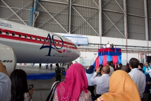 Malaysia Airlines Chairman Tan Sri Mohd. Nor Yusoff unveiling the aircraft with the original Malaysian Airline System livery
