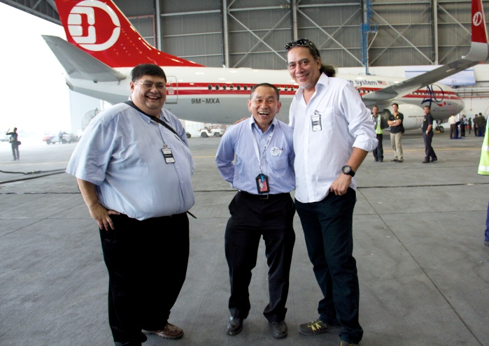 The unveiling of Malaysia Airlines 9M-MXA in original Malaysian Airline System livery