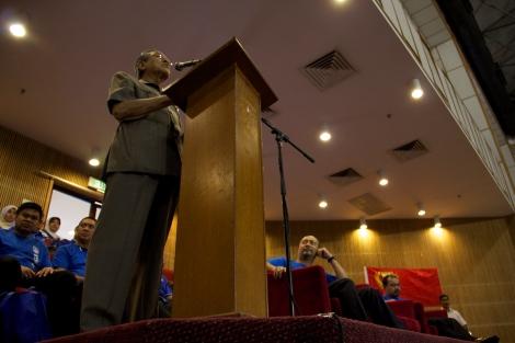 Anak Kedah Tun Dr Mahathir Mohamad bersama pimpinan BN Kedah semasa berucap dalam Himpunan Anak Kedah