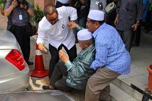 MB Kedah Dato' Seri Azizan A Razak collapse behind his Mercedes Benz S350L 'KBX 8''