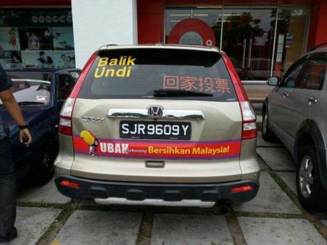 A Singaporean registered Hinda CRV campaigning for DAP