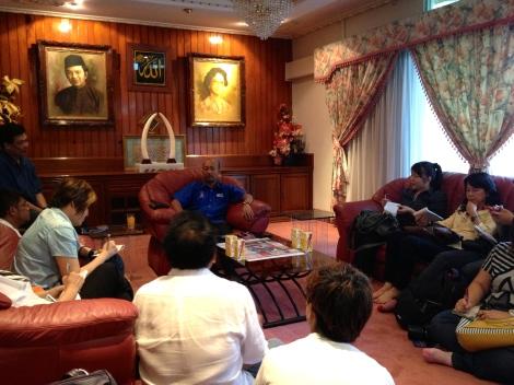 Dato' Paduka Mukhriz Mahathir memberi termuramah kepada media berbahasa Cina di Titigajah, Alor Setar