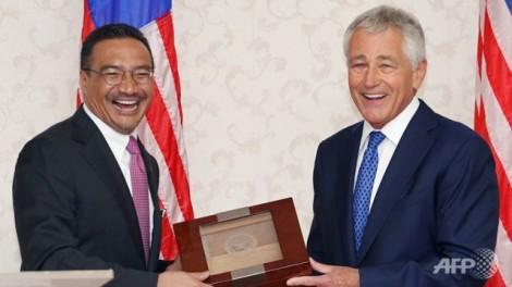 Malaysian Defense Minister Hishamuddin Hussein and US Defense Secretary Chuck Hagel in Kuala Lumpur, last Sunday