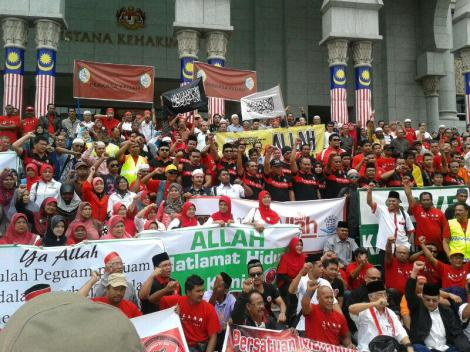 The Malay NGOs showing the support, outside the Palace of Justice in August