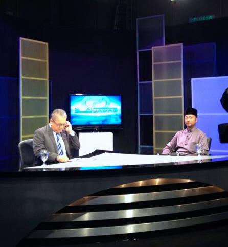 MB Kedah Dato' Paduka Mukhriz Mahathir with Exec Director of News Media Prima Dato' Ahmad A Talib in Soal Jawab TV3