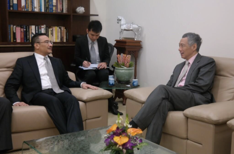 Malaysian Minister of Defence Dato' Seri Hishamuddin Tun Hussein calling on Singaporean Prime Minister Brig. Gen. (NS) Lee Hsien Loong 13 Feb 2014