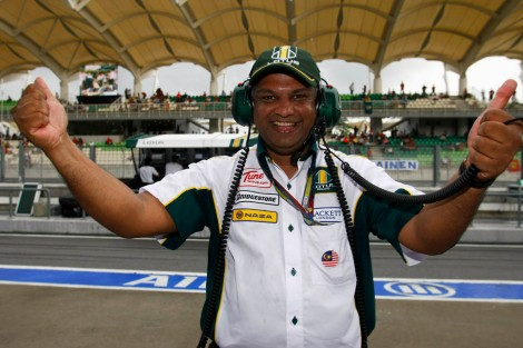 Fernandes, pretending to be a winner at the wrong circuit