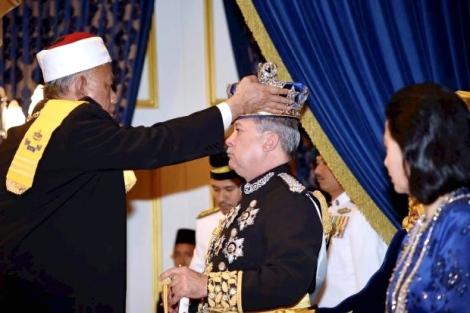 Johor Ruler Sultan Ibrahim Ibni Almarhum Sultan Iskandar being crowned by state mufti Datuk Mohd Tahrir Samsudin