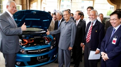 Good times. The endorse for Proton Saga. Today, TV3 says many taxi drivers are angry with this model