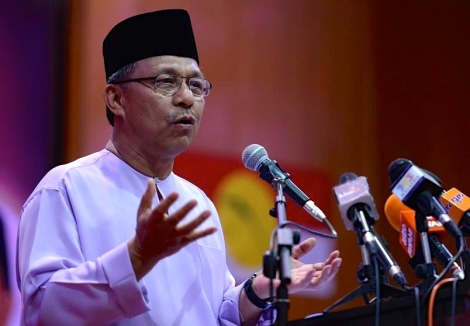 Prime Minister Datuk Seri Najib Razak bypassed the Umno Supreme Council and simply used mobile messaging app Whatsapp to decide whether he should reshuffle the Cabinet, says Pontian Umno division chief Datuk Ir. Hasni Mohammad. – The Malaysian Insider pic by Nazir Sufari, August 16, 2015.