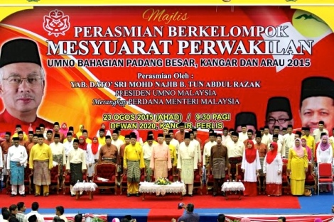 Prime Minister Datuk Seri Najib Tun Razak (center ) at the opening of the delegates meeting of the Padang Besar, Kangar and Arau Umno divisions at Dewan Wawasan 2020 Hall, Sunday. -- BERNAMA