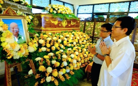 "Jelutong MP Jeff Ooi paid homage to the remains of Chin ""Buthcer of Malaya"" Peng in Bangkok"