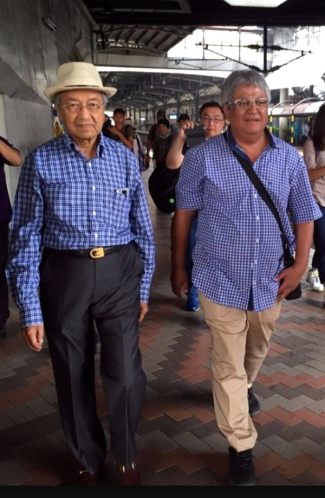 Zaid Ibrahim collected Tun Dr, Mahathir at Pasar Seni LRT station on 30 August 2015, as the latter attended the second in a row appearance at BERSIH 4.0