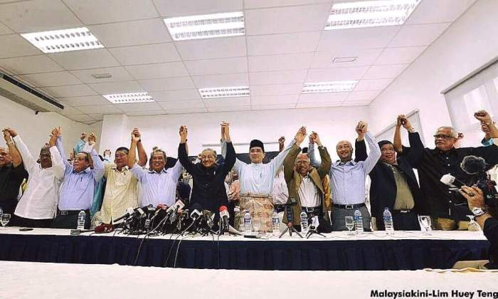 his Majesty the King wouldn't accommodate Tun Dr. Mahathir at arms with the Opposition, particularly his nemesis for 49 years Lim Kit Siang and DAP